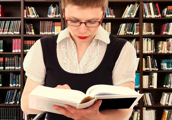 A hangos olvasástól jobban megjegyezzük a szöveget?