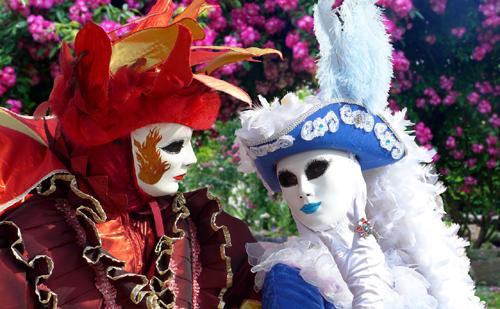 Színpompás divat a Velencei Karneválon