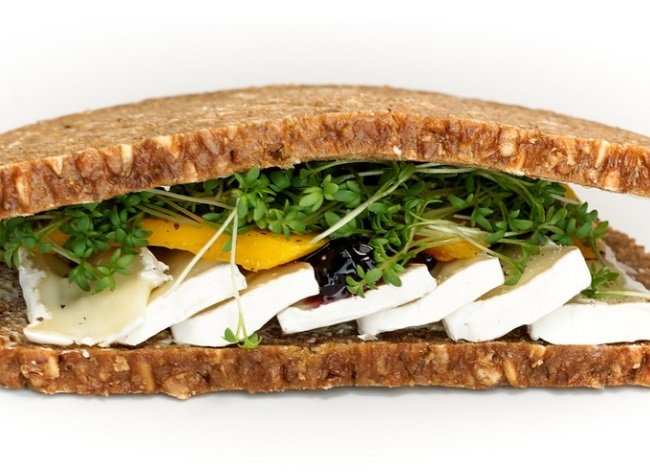 A teljes kiőrlésű gabonából készült szendvicsben jóval több a rost