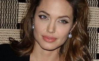 Angelina a szakítástól vár erősebb családot?