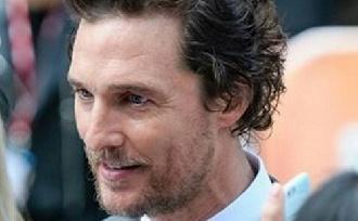 Matthew McConaughey-nak kihullott a haja?!