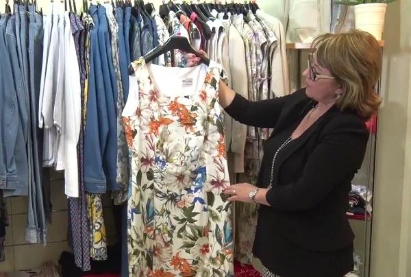 Nem ijedtek meg a vevők a nagy, virágmintás ruháktól - mondja Patkó Judit
