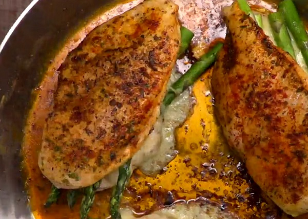 A megpirított csirkemelleket még a sütőbe is be kell tenni