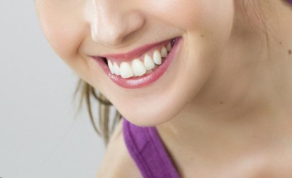 Rágózva könnyebben megelőzhető a fogszuvasodás