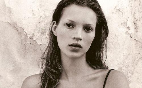 Kate Moss fotói újra hódítanak