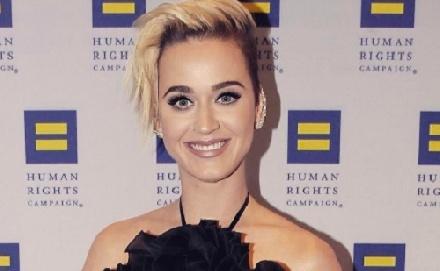 Nocsak, ki vetett szemet Katy Perryre!