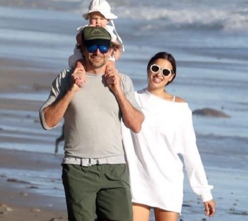 Bradley Cooper és Irina Shayk a kis Leával - újra babát szeretnének