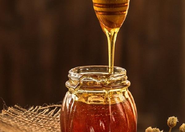 A nyers méz ősidők óta gyógyír: korpa ellen is