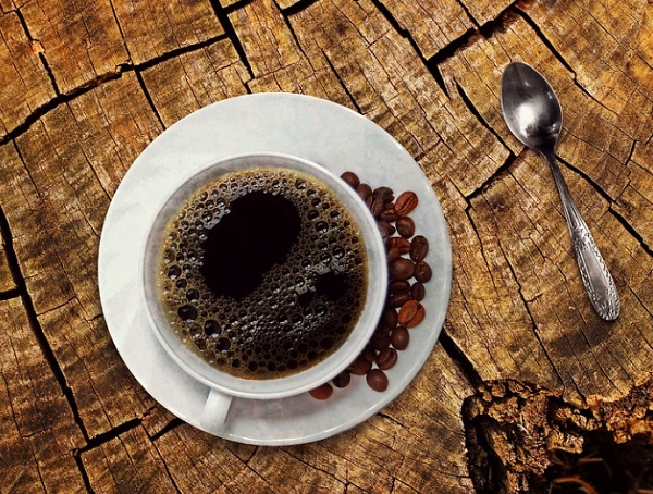 A kávé vagy egyéb koffeines ital mérsékeli a korai halál kockázatát vesebetegeknél?