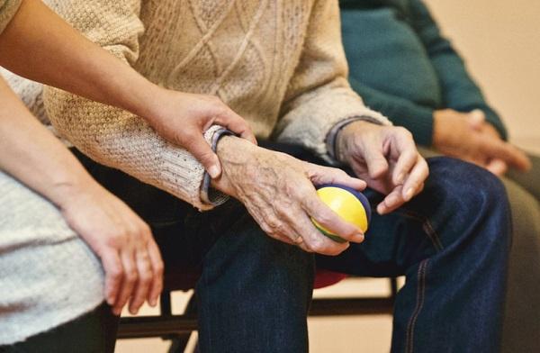 Az idős férfiak nagyobb százalékban kerülnek idősek otthonába stroke után