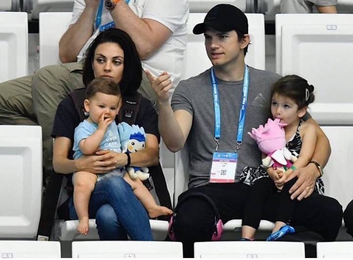Mila Kunis családjával