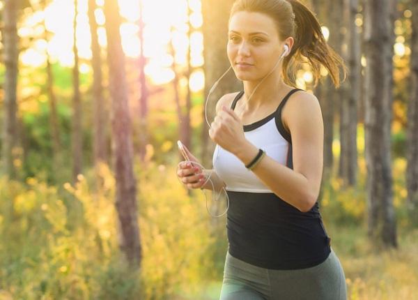 Ősszel az időjárás is kiváló ahhoz, hogy kocogni, futni, gyalogolni kezdjünk