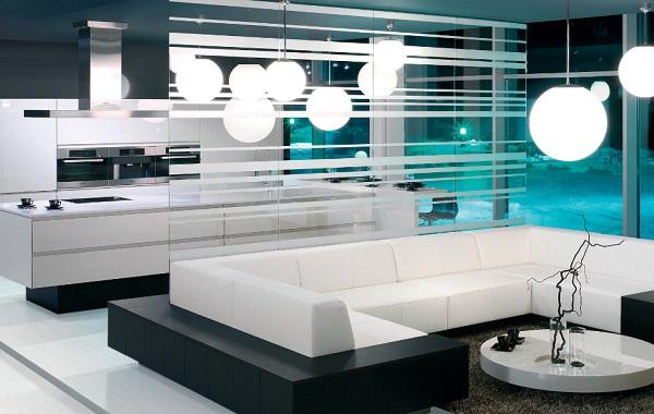 A nappalit paravánnal, üvegfallal vagy szekrénnyel is el lehet választani