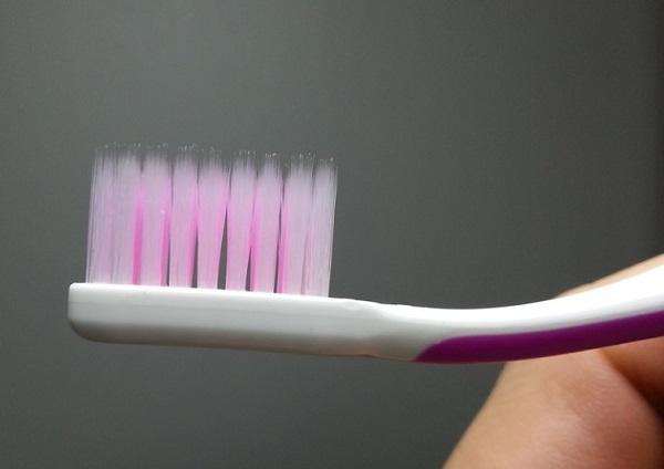 A fogkefe sok baktériumot gyűjt be megfázás idején - érdemes lecserélni