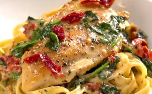 Kitűnő ízkombináció: a toszkán csirke