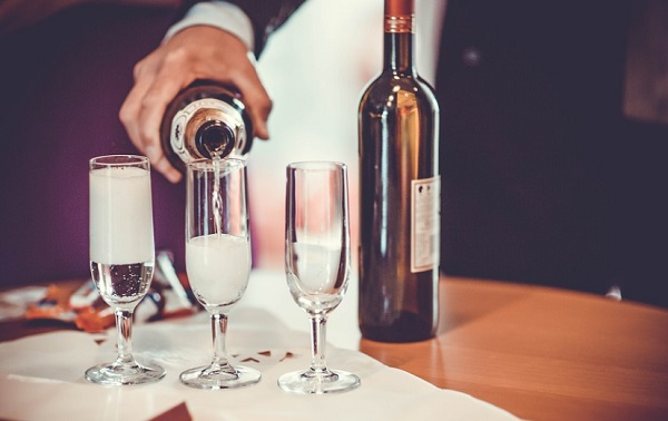 Az alkoholfogyasztás lazít, de túlzásba véve sejtöregedést okoz