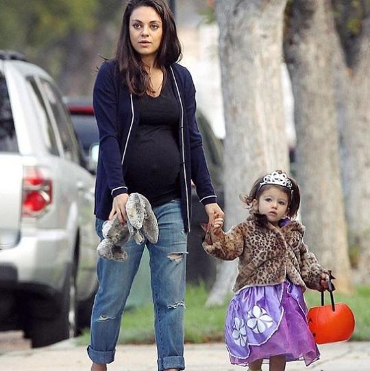 Mila Kunis és kislánya, Wyatt - itt még csak várták az öcsit