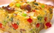 Újszerű reggeli: kolbászos-sajtos-tojásos kocka