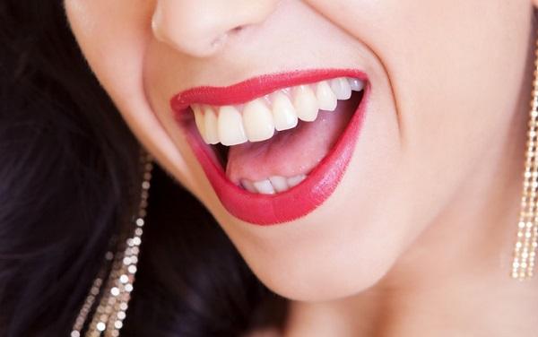 A szép és rendezett fogakhoz az illóolajok is hozzájárulhatnak