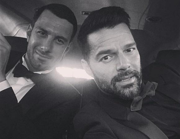 Ricky Martin (jobbra) hivatalosan is összekötötte életét a párjával