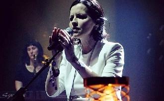 Elhunyt a Cranberries énekesnője
