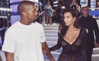 Nem tudják eldönteni Kanye Westék a gyerek nevét?