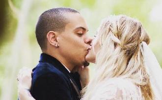 Ashlee Simpson és Evan Ross végre megosztotta esküvői képeit